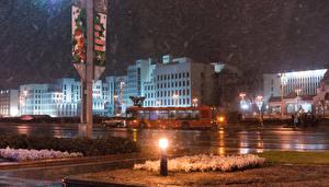 Обои Беларусь Дома Зима Ночь Улица Уличные фонари Снег Minsk Города фото