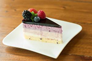 Фотографии Торты Ягоды Десерт Кусок Тарелка Еда