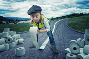 Фото Креатив Дороги Девочки Бумага Смотрит Ребёнок