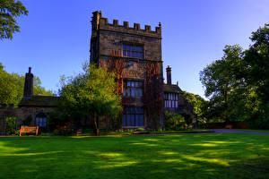 Картинки Англия Здания Дизайн Особняк Газон Деревья Turton Tower