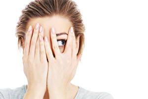 Фотография Пальцы Руки Взгляд Белый фон Голова Девушки