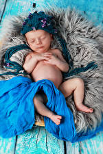 Обои Младенцы Спит Шапки Дети фото