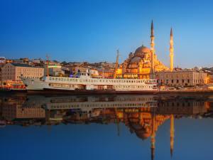 Картинки Стамбул Турция Дома Причалы Корабль Вечер Мечеть