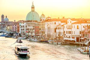Фотографии Италия Здания Причалы Лодки Речные суда Венеция Водный канал