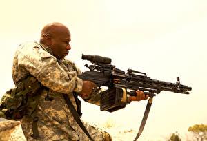 Фотографии Пулеметы Мужчины Негр Soldiers of Fortune, Ving Rhames Кино Знаменитости