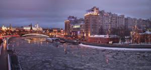 Обои Москва Россия Дома Реки Мосты Вечер Города фото