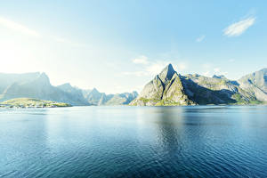 Обои Норвегия Лофотенские острова Пейзаж Горы Небо Побережье Природа фото