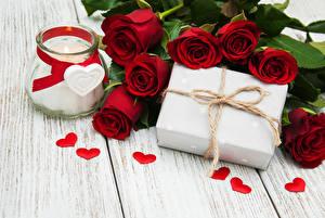 Картинки Розы Свечи Доски Бордовый Банка Подарки Сердце Цветы