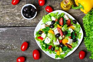 Обои Салаты Овощи Помидоры Оливки Тарелка Еда фото