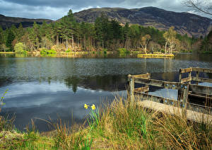 Картинка Шотландия Горы Река Траве Glencoe Lochan Природа