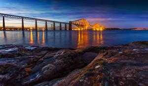 Обои Шотландия Реки Мосты Вечер Побережье Камни Forth Rail Bridge Природа фото