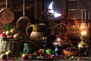 Фотографии Натюрморт Керосиновая лампа Ягоды Яблоки Орехи Полумесяц Кувшин Кружка Луна Еда