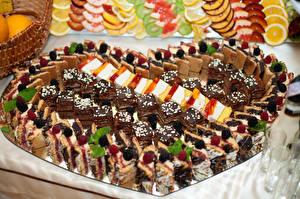 Фотография Сладости Пирожное Много Ягоды Дизайн Сердце Еда
