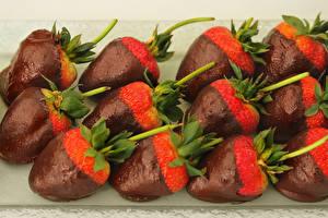 Обои Сладости Клубника Шоколад Еда фото