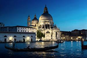 Фото Храмы Вечер Лодки Венеция Водный канал Basilica Santa Maria della Salute