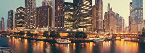 Обои США Дома Небоскребы Вечер Мосты Причалы Катера Чикаго город Залив Города фото