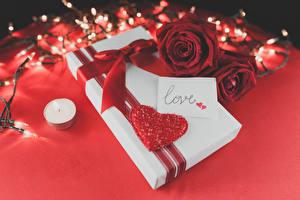 Обои День святого Валентина Розы Свечи Бордовый Подарки Сердце Бантик Красный Цветы