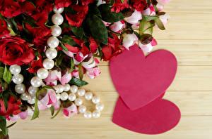 Обои День всех влюблённых Розы Пионы Украшения Жемчуг Доски Серце цветок