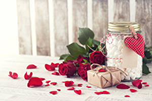 Картинки День святого Валентина Роза Бордовая Лепестков Серце Подарков Банка Маршмэллоу Цветы