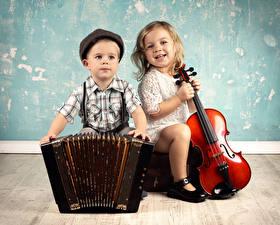 Обои Скрипки Доски Мальчики Девочки Улыбка Двое Дети фото