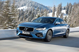 Фото Volvo Голубых Металлик Движение 2016-17 S90 T5 R-Design Worldwide автомобиль