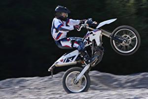 Картинки BMW - Мотоциклы Мотоциклист Униформа Шлем 2009-16 G 450 X Мотоциклы