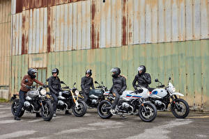 Фотографии BMW - Мотоциклы Мужчины Мотоциклист Шлем 2014-16 R nineT Мотоциклы