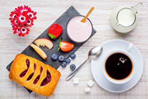 Фото Выпечка Кофе Молоко Ягоды Первоцвет Завтрак Чашка Ложка Пища