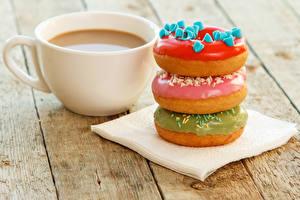 Картинка Выпечка Пончики Кофе Доски Трое 3 Чашка Еда
