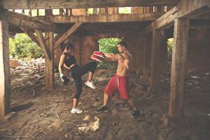 Картинка Бокс Мужчины Двое Физические упражнения Девушки Спорт