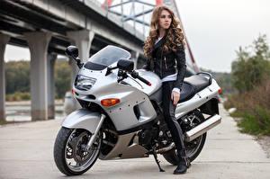 Фотографии Шатенка Мотоциклист Девушки Мотоциклы
