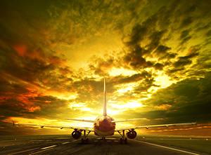 Фото Самолеты Вечер Небо Пассажирские Самолеты Облака Авиация