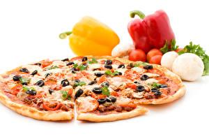 Картинки Быстрое питание Пицца Перец овощной Томаты Оливки Белым фоном Пища
