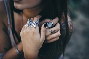 Картинка Пальцы Руки Кольцо Девушки