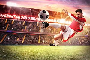 Картинка Футбол Мужчины Мяч Униформа Ноги Стадион Спорт