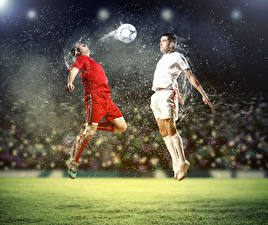 Фото Футбол Мужчины Двое Мяч Прыжок Брызги Спорт