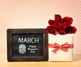 Фотография Праздники 8 марта Розы Английский Подарки Красный Цветы