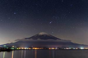 Картинки Япония Небо Звезды Фудзияма Ночь Вулканы