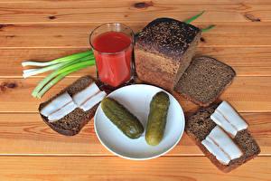 Картинки Сок Огурцы Хлеб Доски Стакан Сало Блюдце Еда
