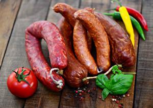Обои Мясные продукты Колбаса Помидоры Доски Еда фото
