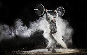 Фото Мужчина На черном фоне Штангой Спорт