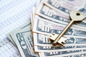 Фото Деньги Доллары Купюры Крупным планом Замковый ключ