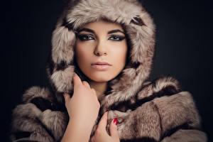 Картинка Лицо Взгляд Шуба Paloma молодая женщина