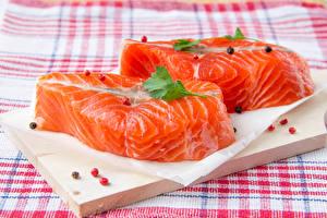 Картинки Морепродукты Рыба Разделочная доска