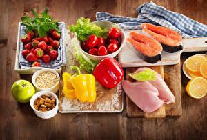 Фотографии Натюрморт Мясные продукты Рыба Перец Орехи Помидоры Клубника Разделочная доска