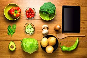 Картинка Натюрморт Овощи Картофель Перец овощной Томаты Планшет Доски Продукты питания
