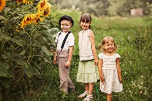 Обои Трое 3 Девочки Мальчики Улыбка Дети фото