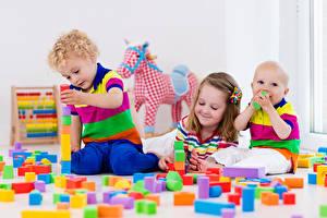 Обои Игрушки Трое 3 Девочки Мальчики Младенцы Дети фото