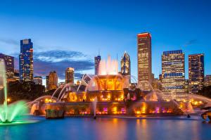 Обои Штаты Небоскребы Фонтаны Вечер Чикаго город Buckingham fountain Города