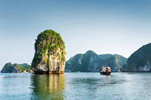 Фото Вьетнам Горы Корабли Море Залив Скала Halong Bay Природа